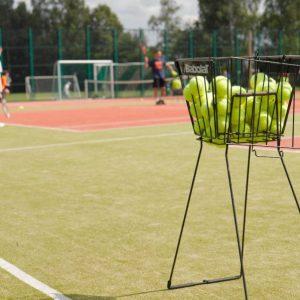 Kompleks Wypoczynkowy ZACISZE – Nasi goście mogą skorzystać z boiska znajdującego się na terenie obiektu i organizować rodzinne mecze piłki nożnej.